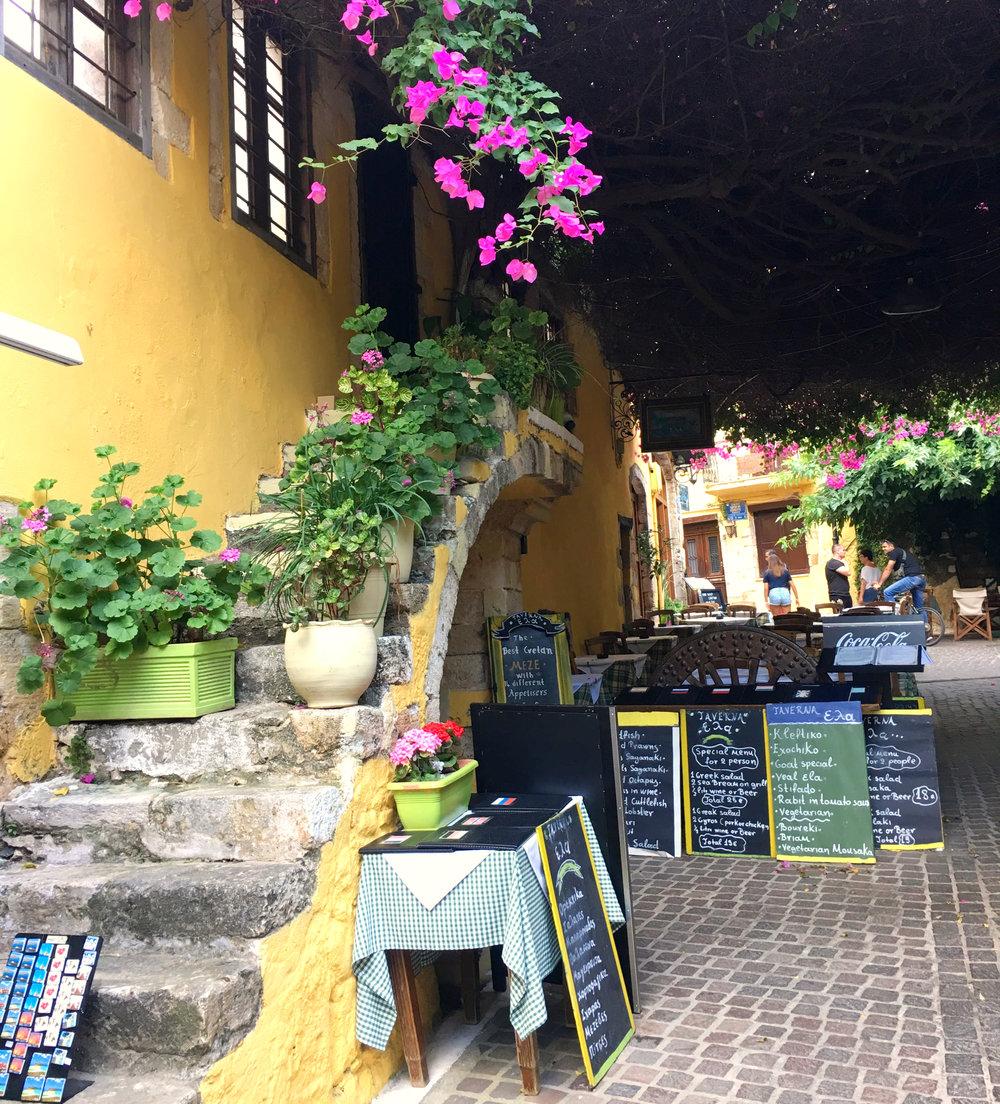 chania calles vacaciones vlog vacances rues fleurs flores.jpg