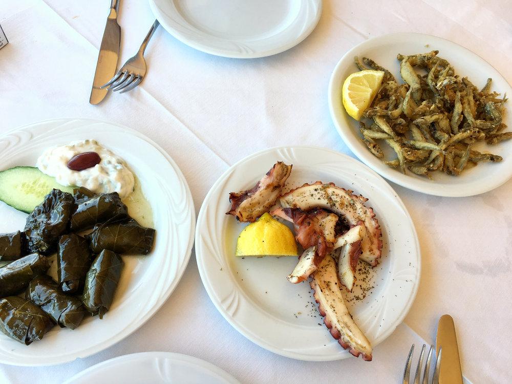 comida restaurante creta malia costa mar sol pescado vacaciones.jpg