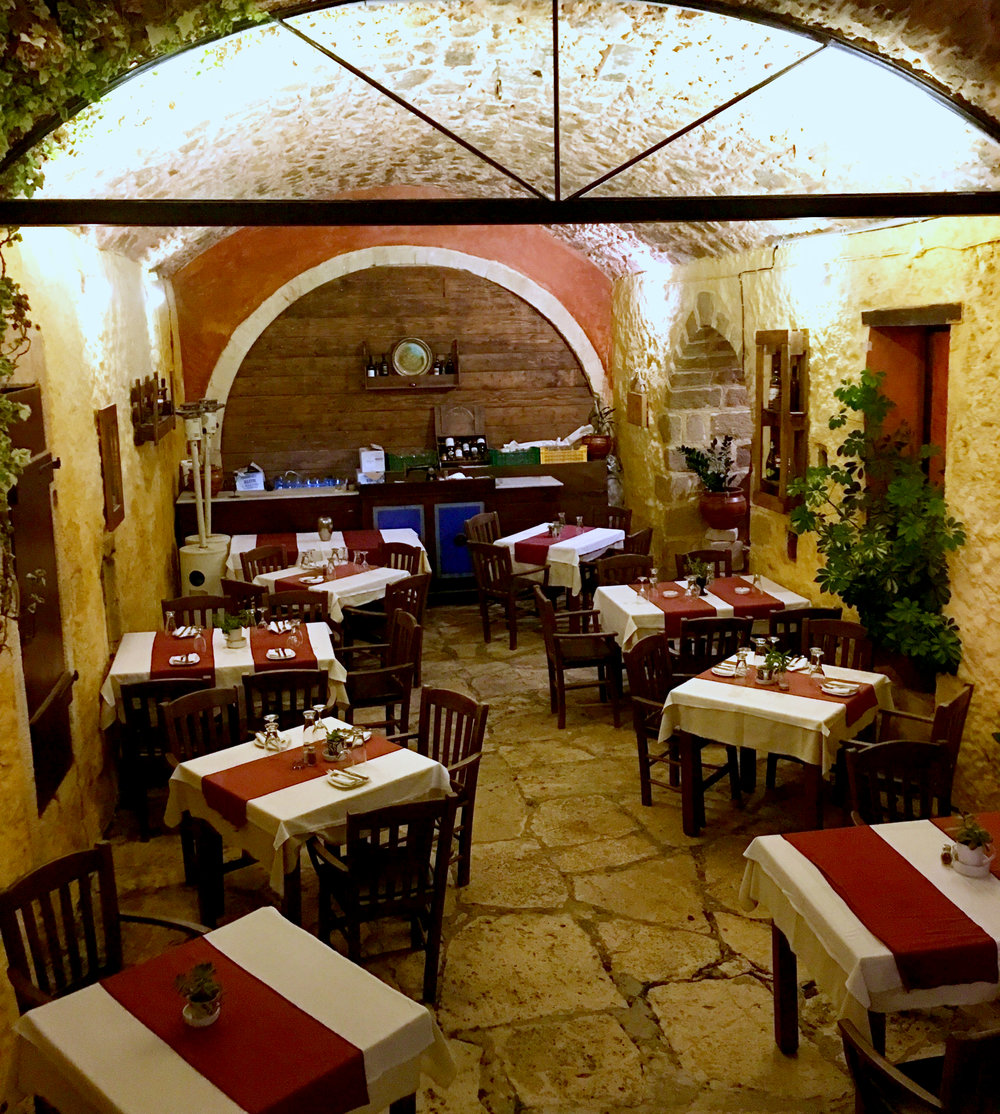 chania restaurante noche viaje color nuit restaurant couleur.jpg