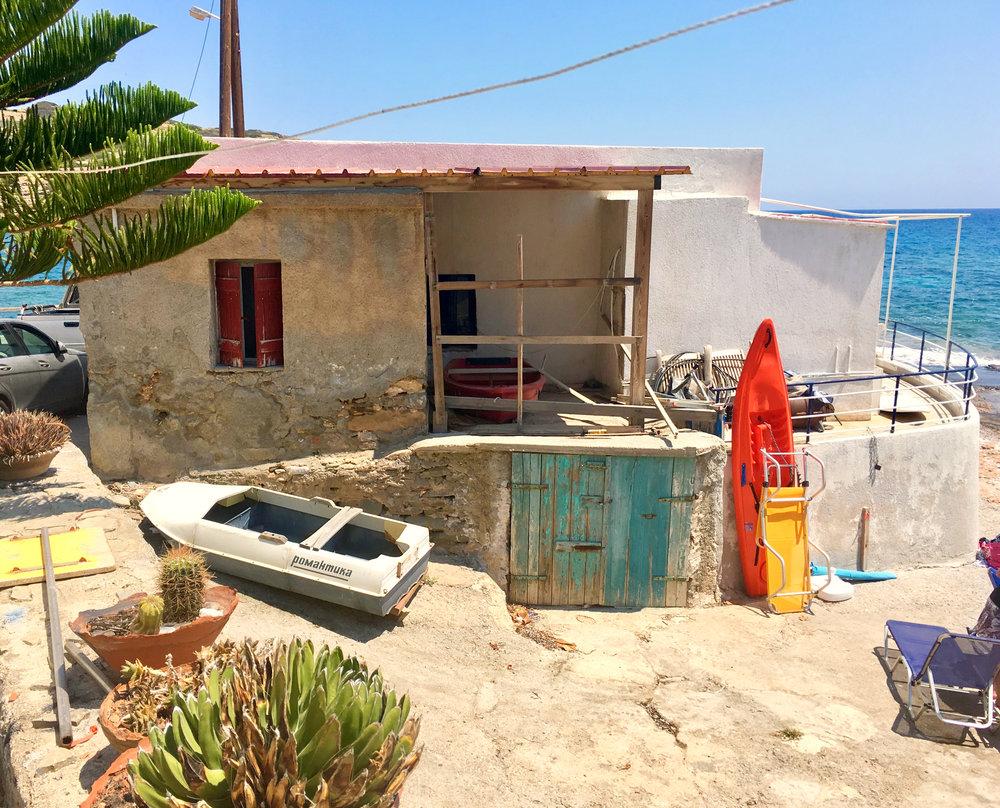 mochlos playa barco mar sol mer soleil bateau crete.jpg