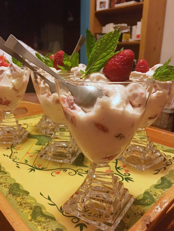 postre de fresa mascarpone dessert maison fraises.jpg