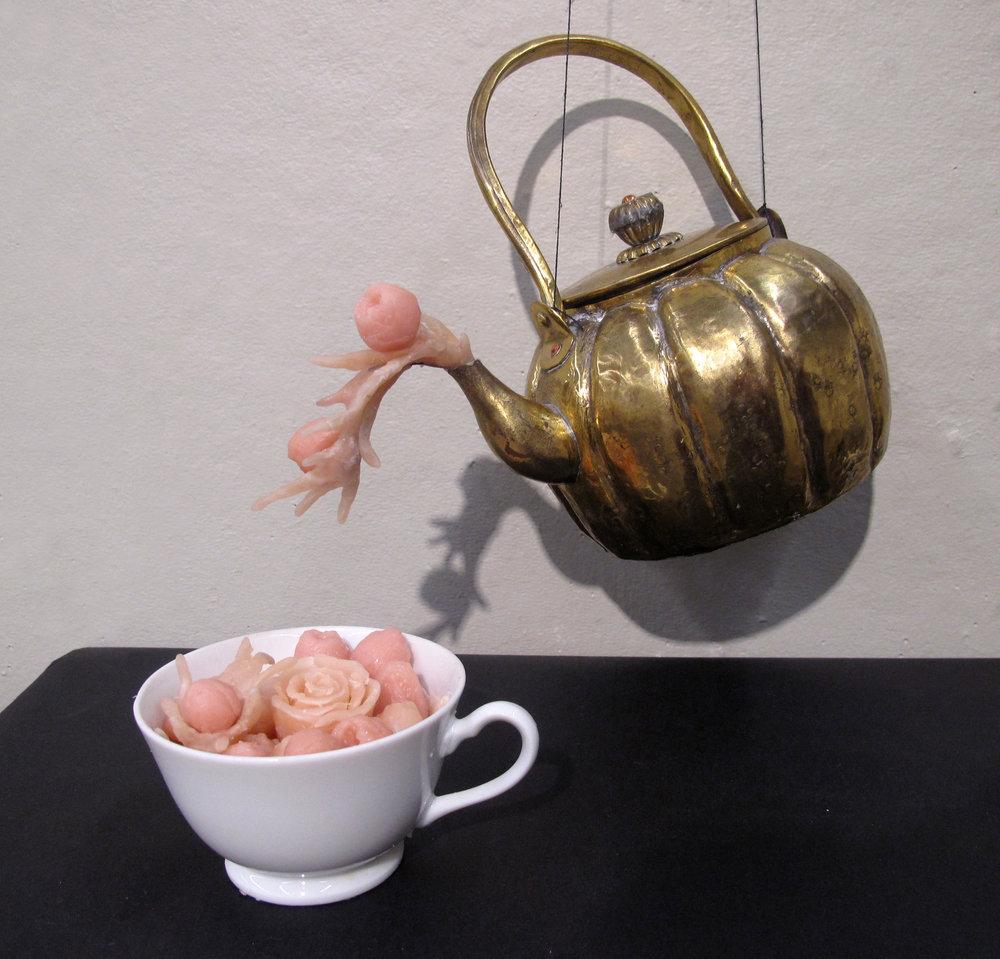 Juliet-rose teapot.JPG