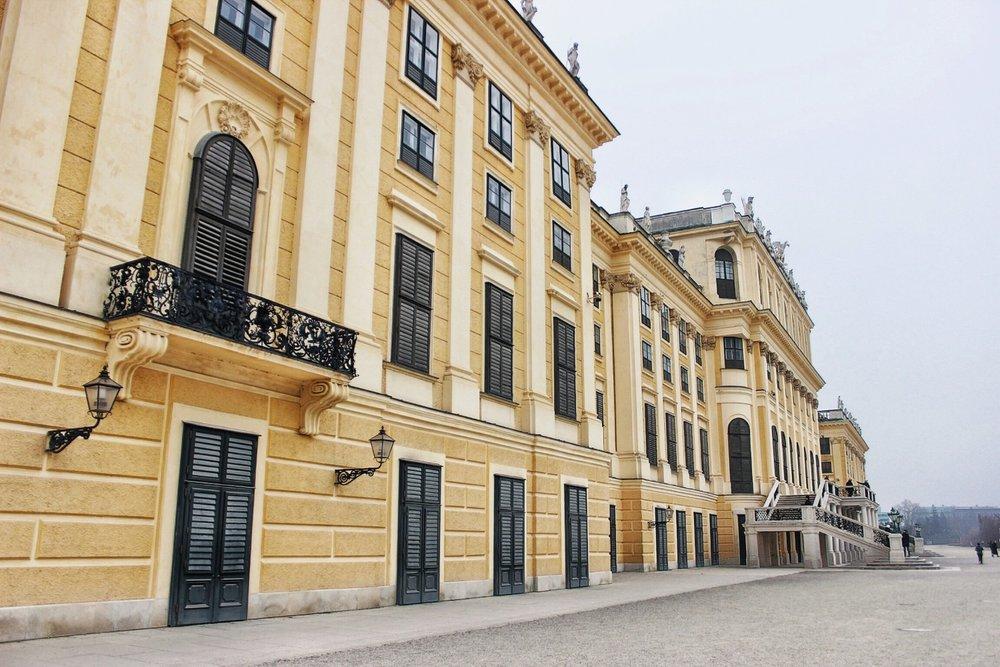 lifesthayle-vienna-schonbrunn-palace-doors.jpg