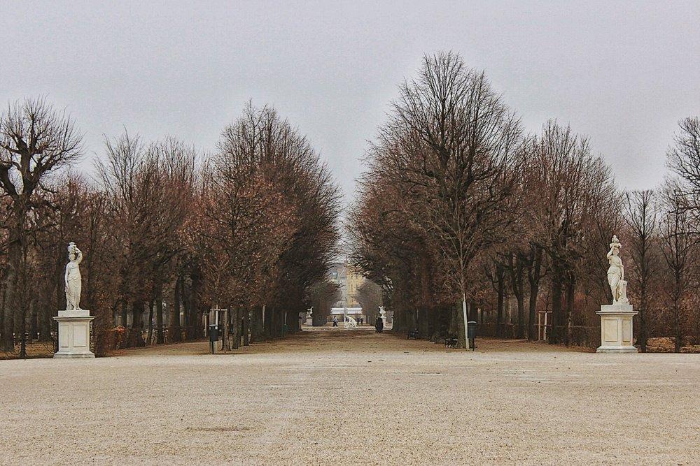 lifesthayle-vienna-schonbrunn-finstere-allee.jpg