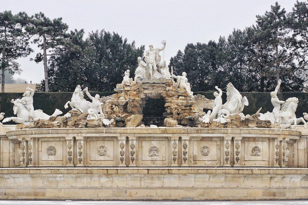 lifesthayle-vienna-schonbrunn-neptune-fountain.jpg