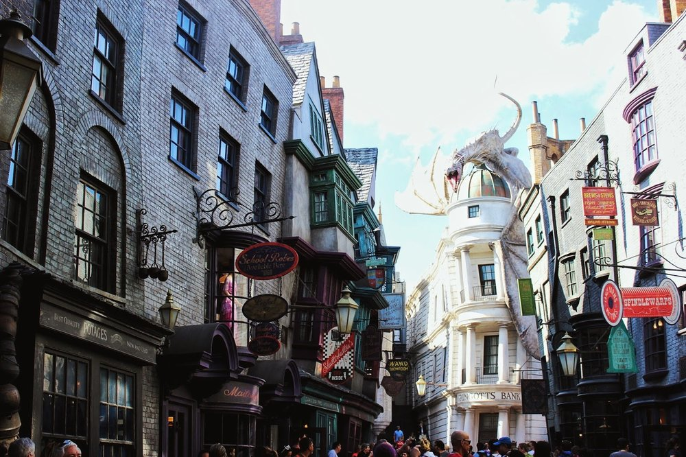 lifesthayle-harry-potter-beco-diagonal-madam-malkin.JPG