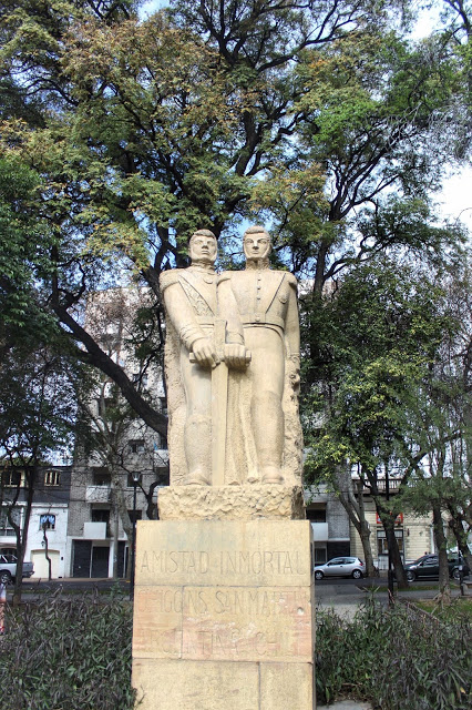 lifesthayle-mendoza-plaza-chile-estatua1.JPG
