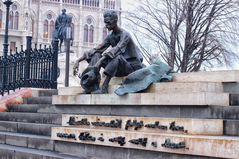 lifesthayle-budapest-poetry-attila-jozsef-statue.JPG