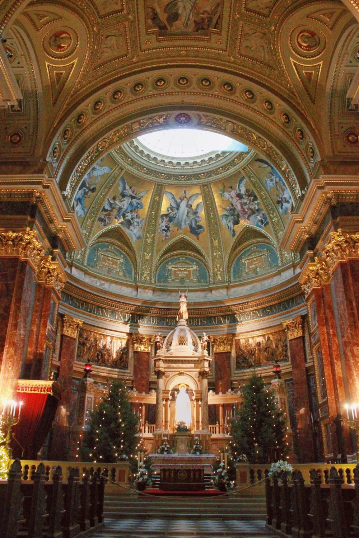 lifesthayle-budapest-saint-stephens-basilica-inside.jpg