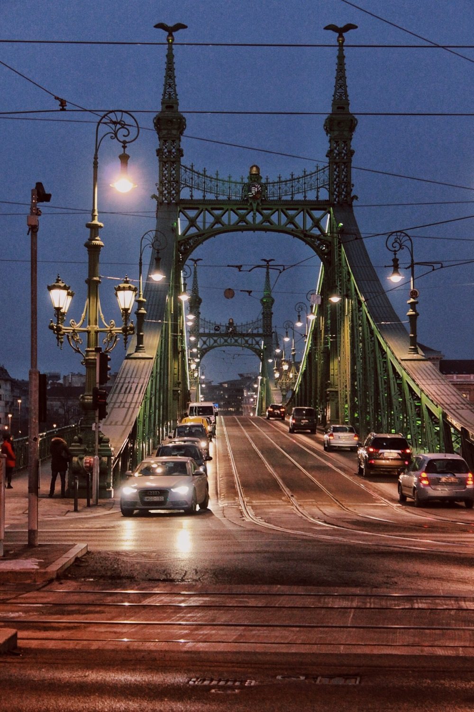 lifesthayle-budapest-liberty-bridge-traffic.jpg