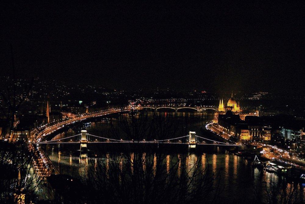 lifesthayle-budapest-bridges-at-night.jpg