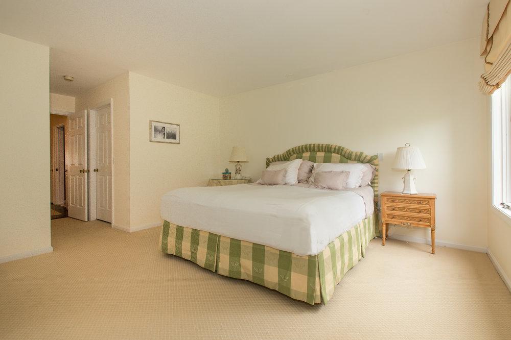 23 master bed .jpg