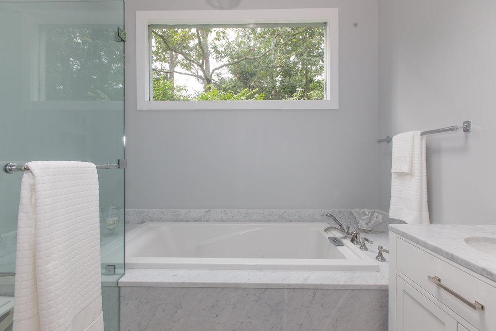 20 master bath 1 .jpg