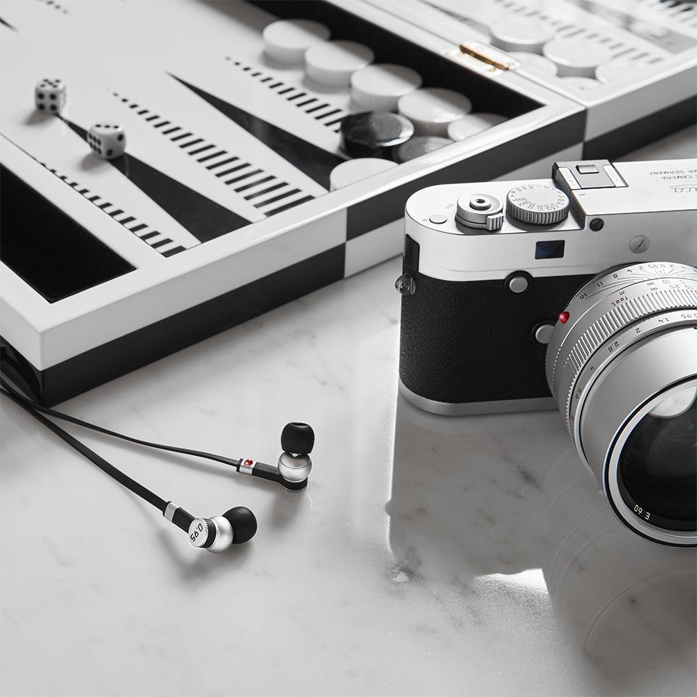 Leica_Silver_ProductModule_ME05_1000x1000_12f44ae7-ea1b-43cc-9d4a-d07bcf41fb45_2048x2048.jpg