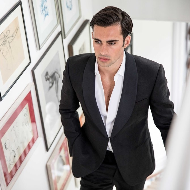 Gieves & Hawkes   One of the world's finest menswear brands. Located at the prestigious address of No. 1 Savile Row, famed for superb tailoring and accessories.    www.gievesandhawkes.com