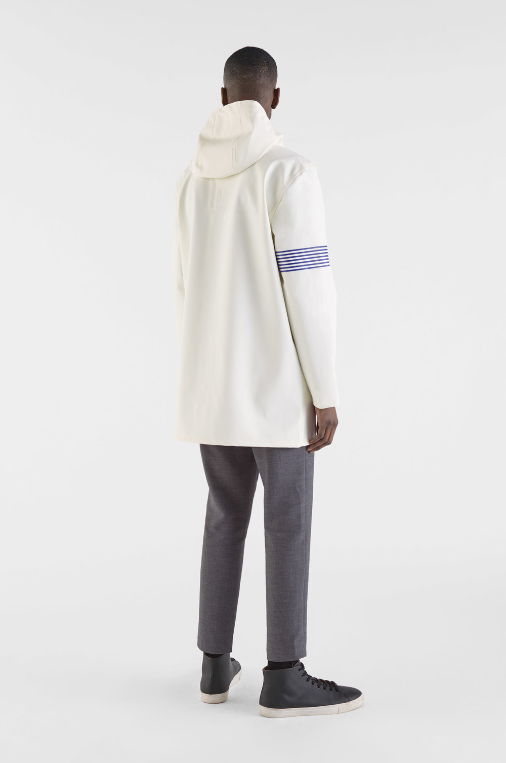 Stutterheim_BOO_Man_Coat_Band_Of_Outsiders_White_Model_Man_2.jpg