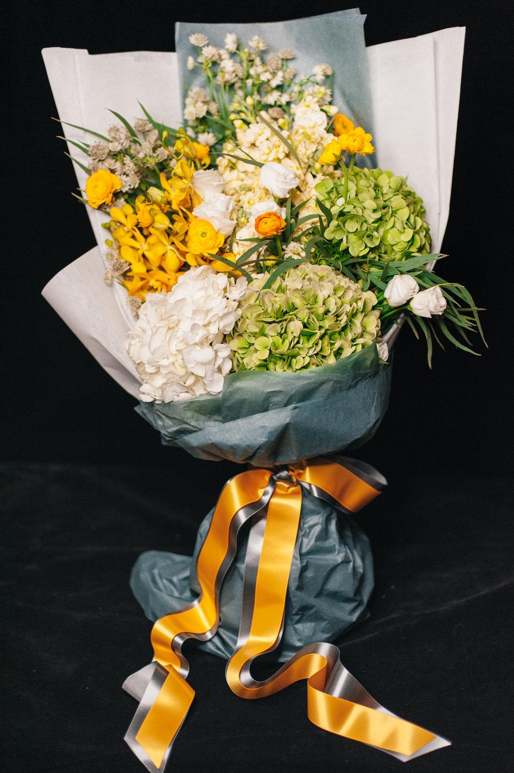 035 / Golden Yellow Flower Bouquet