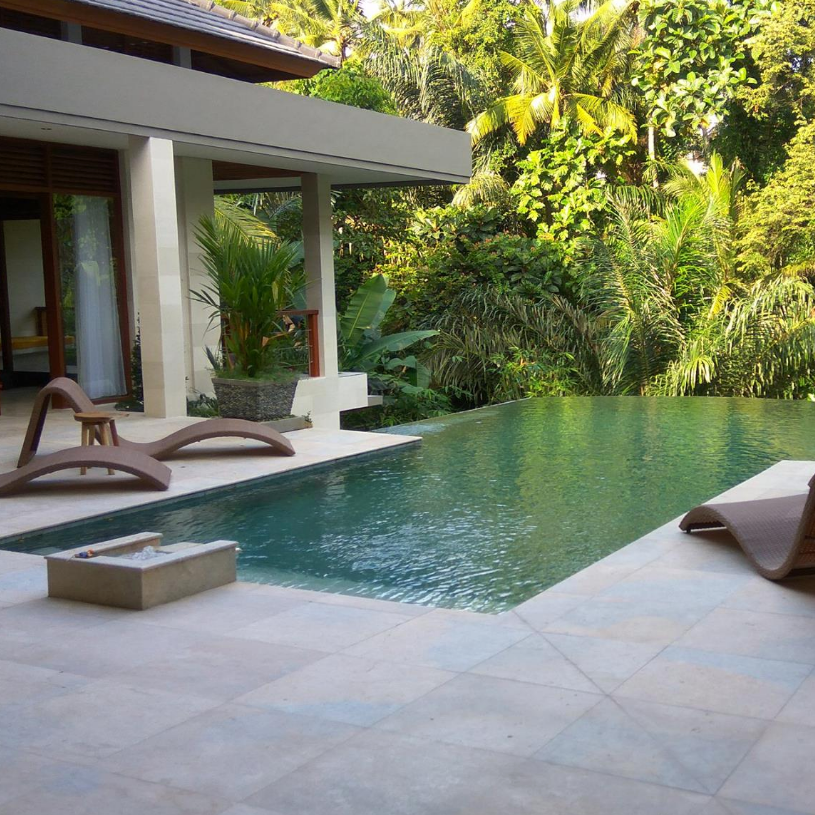 relax poolside -