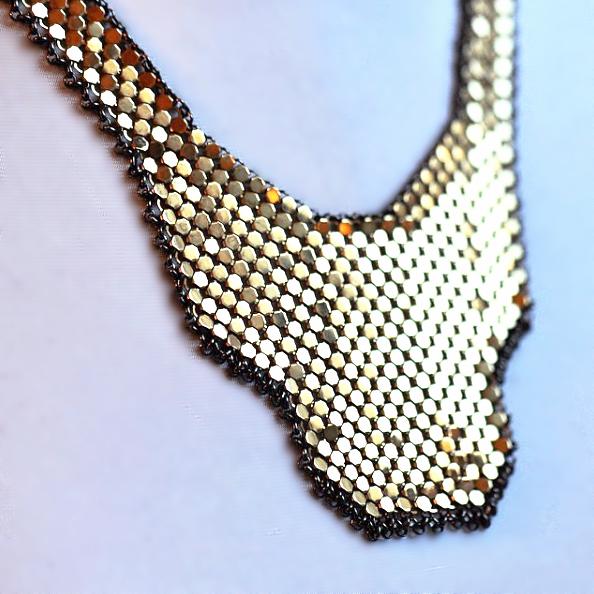 shield-bib-necklace-maralrapp.PNG