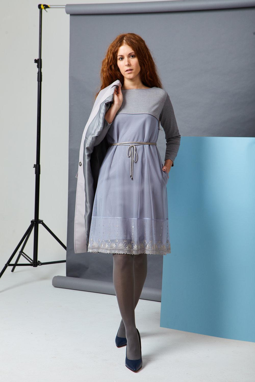 Платье в романтически−деловом стиле