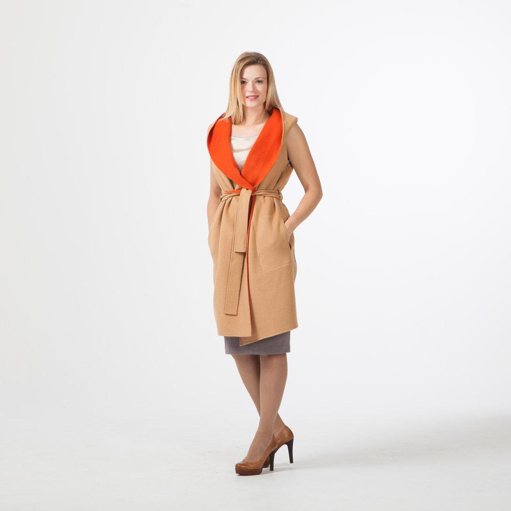 Пальто с отстегнутыми рукавами