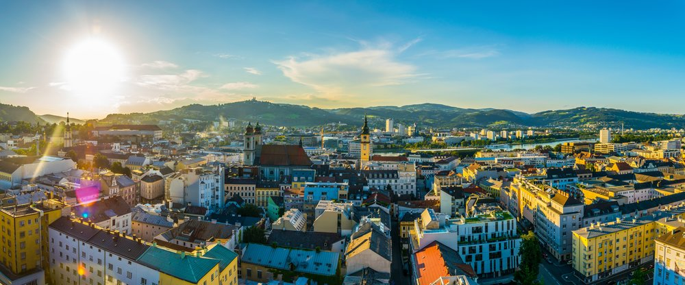 Beautiful City of Linz. - at least if you only look at it. The population is suffering from unbearable summer heat (c) Shutterstock