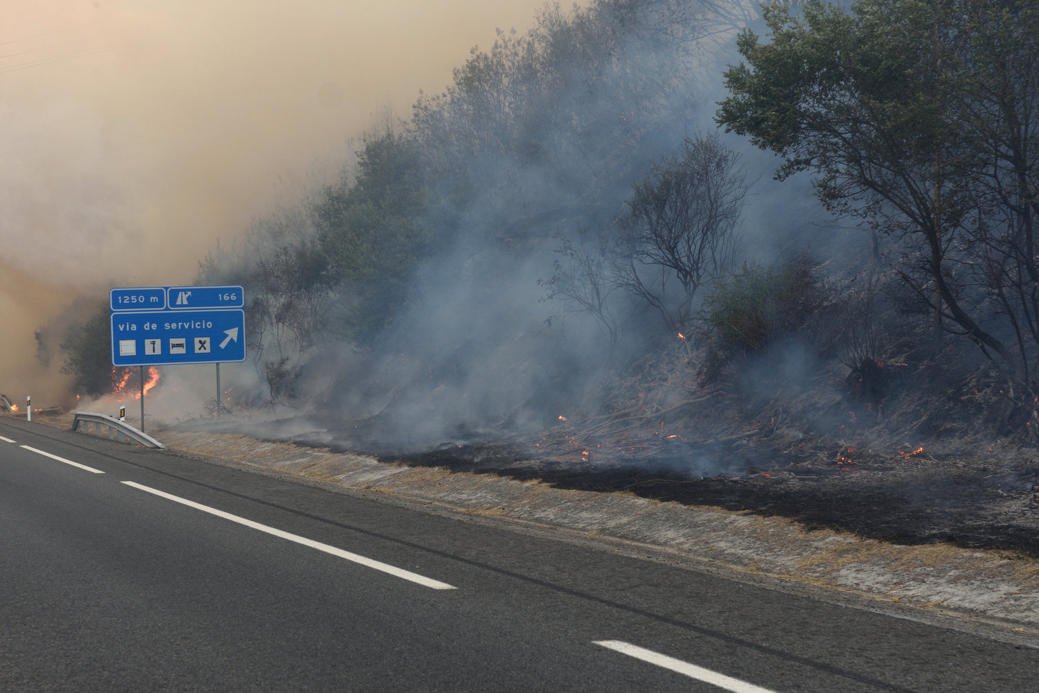 Forest Fire in Spain close to the road (c) Shutterstock
