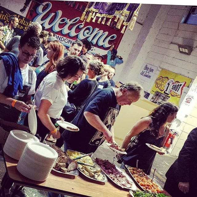 What an awesome weekend catering for #londonletterheads . Had a sick time but unfortunately the barnfather still isn't a pro sign writer. Stay saucy #letterheads 🤘♥️ #fresh#tasty#banging  #london#catering#sauce#hotsauce#southbank#baguettefordays#sandwichlife#buffetvibes#pineapplehotsauce#buffetvibes#letters#crew
