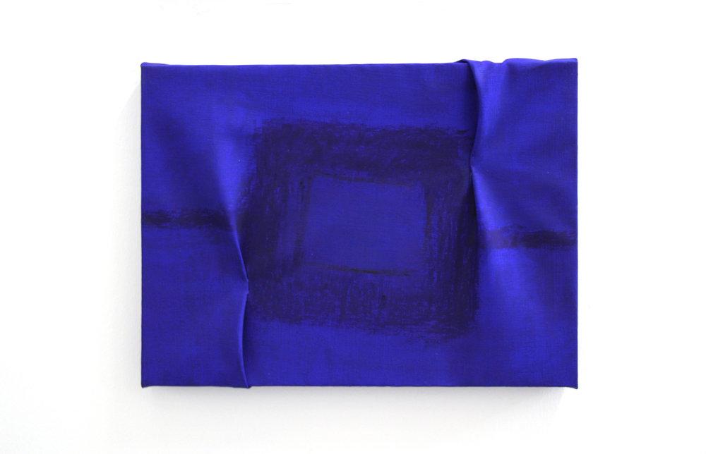 Overlapping Ultramarine  - 2016  Pigmento acrilico e pastello ad oilio su tela piegata  30 x 40 cm  Collezione Privata