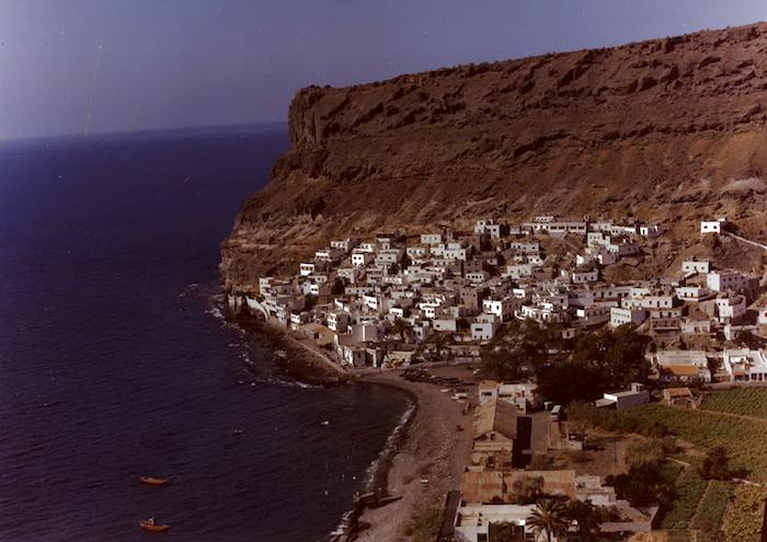 Slik så det ut i Puerto Mogan før utbygginge. Bildet er tatt og Gerd og Kristian Ottosen på 70-tallet.