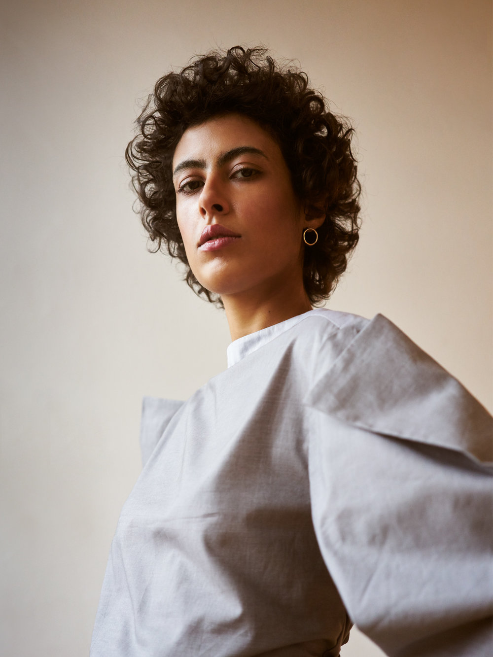 https://www.kmbylange.com/m-o-t-a-n-k-a/gray-puffed-sleeves-blouse20181204_0162.jpg