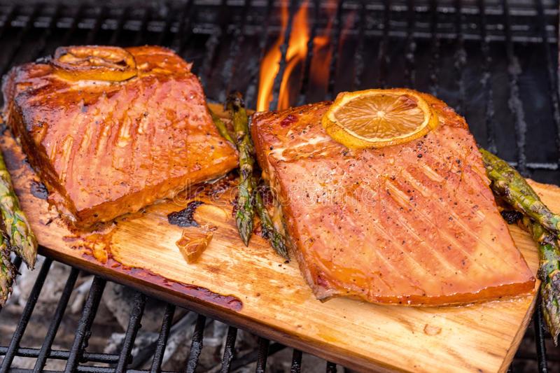 cedar-plank-salmon-lemon-grill-cooking-94238093.jpg