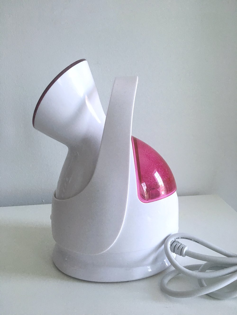 Secura Nano Iconic Facial Steamer - steams in seconds, gently exfoliates and softens skin to increase product absorption.