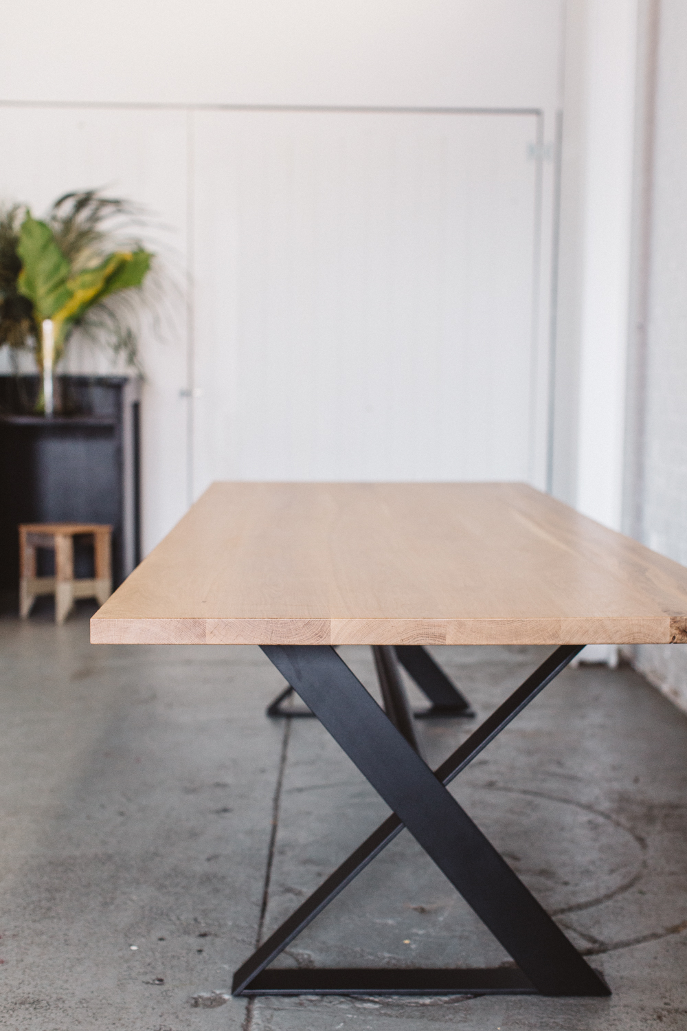 'wambrook' top in american oak + 'cross' base in black steel / Designed via the #designyourown table builder
