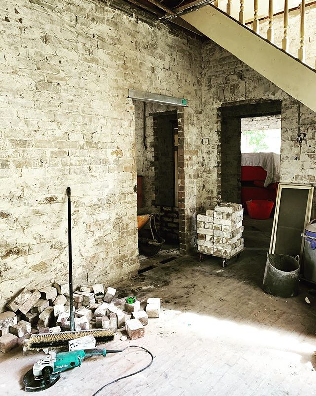 Happy 2019 to you all ✨ After a few weeks catching up on some sleep, swimming and eating down South we're back on the tools at the house Reno this week before the workshop starts up next week. Doors coming down, and new openings being made 🏚 It's going to be a big year! #funatfarleigh