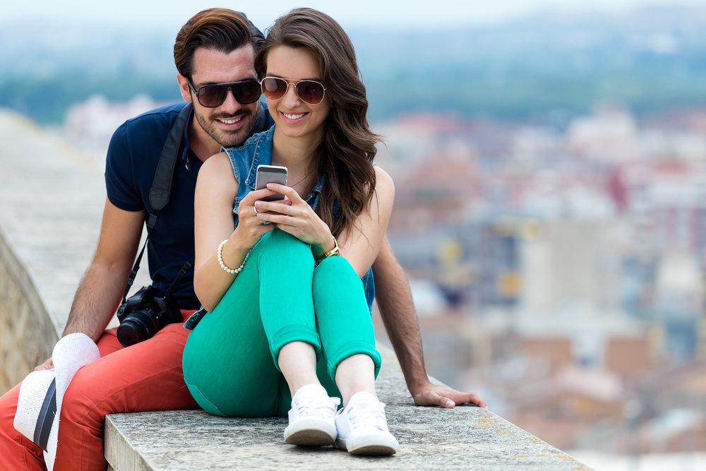 couple_texting.jpg