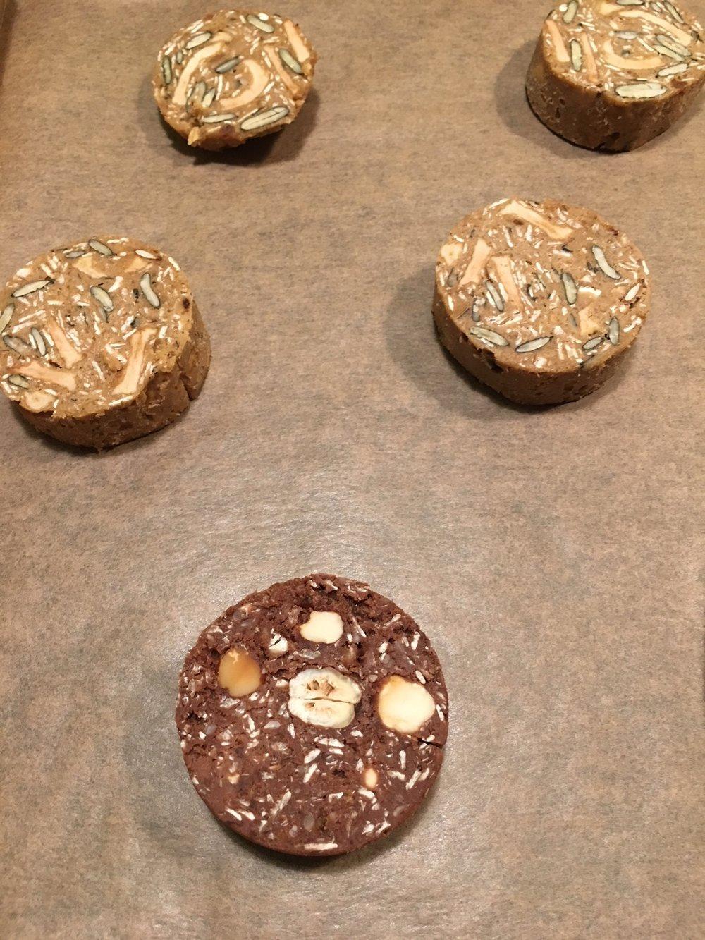 Abstand zwischen den Cookies am Backpapier lassen...