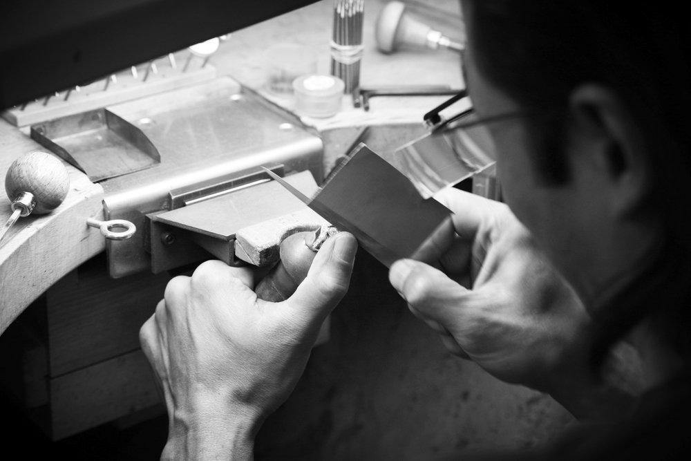 Savoir-faire artisanal - Chaque bijou Van der Veken est soigneusement forgé à la main dans les règles de l'art