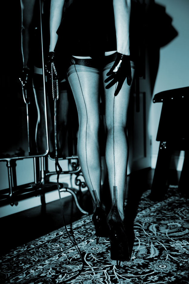 lady-lola-stocking-worship.jpg