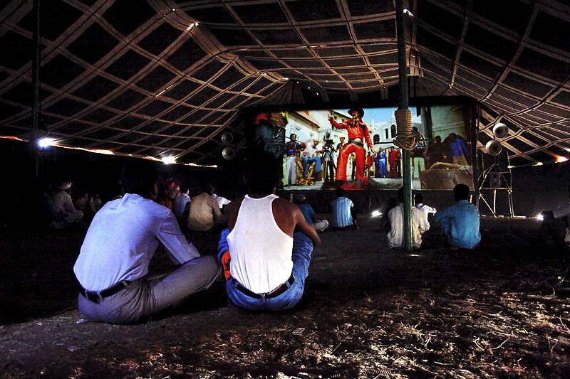 Traveling-Tent-Cinema-India-06.jpg