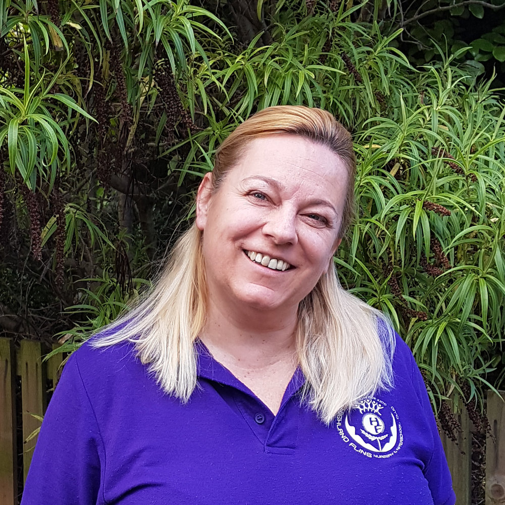 ANDREA Acz - ACTIVITY LEADERAndrea has a Bacherlor's Degree in Secondary Teaching, Computing and Psychology. She has extensive experience of working with children from the age of 3 to 12 in both nurseries and after school clubs. Always smiling, Andrea loves to share her enthusiasm for life with the children.