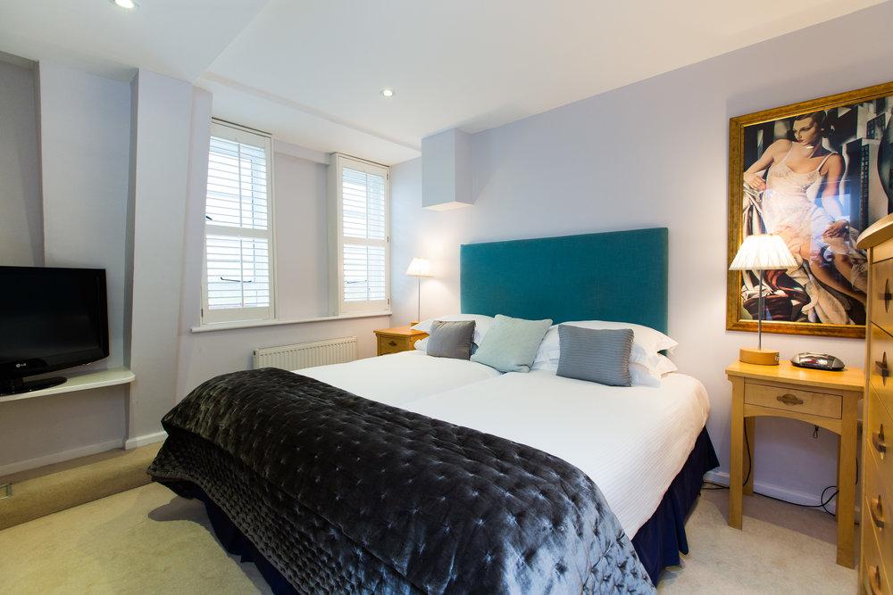 Large One Bedroom - Modern (3).jpg