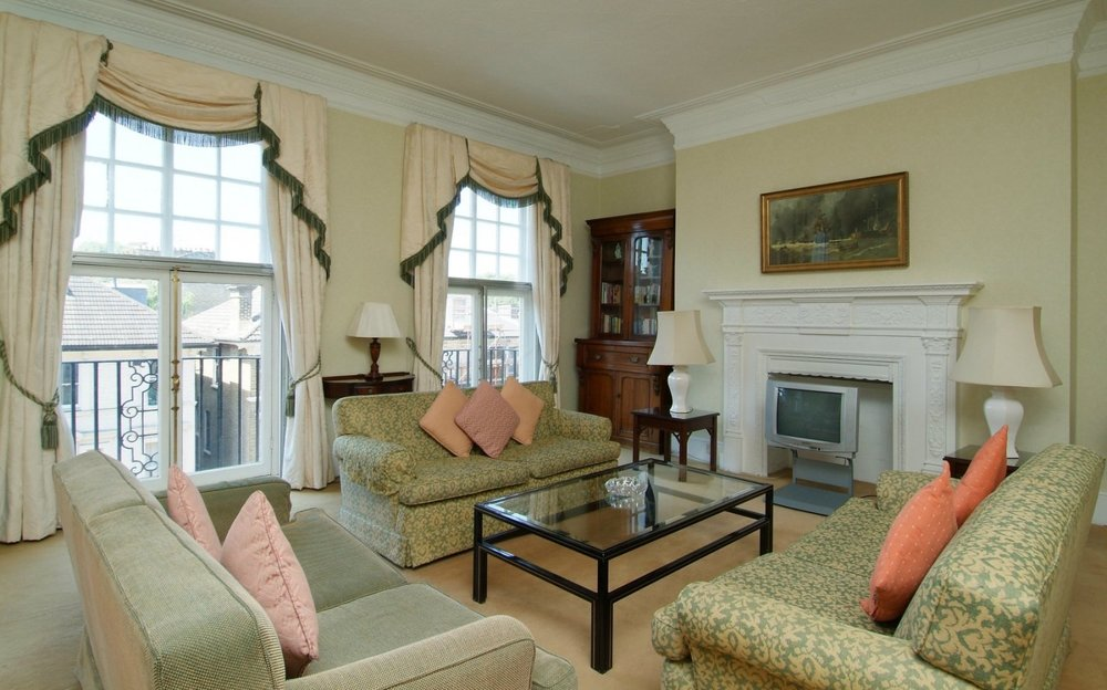 the-mansions1h-3bed-3bath-living-room2.jpg