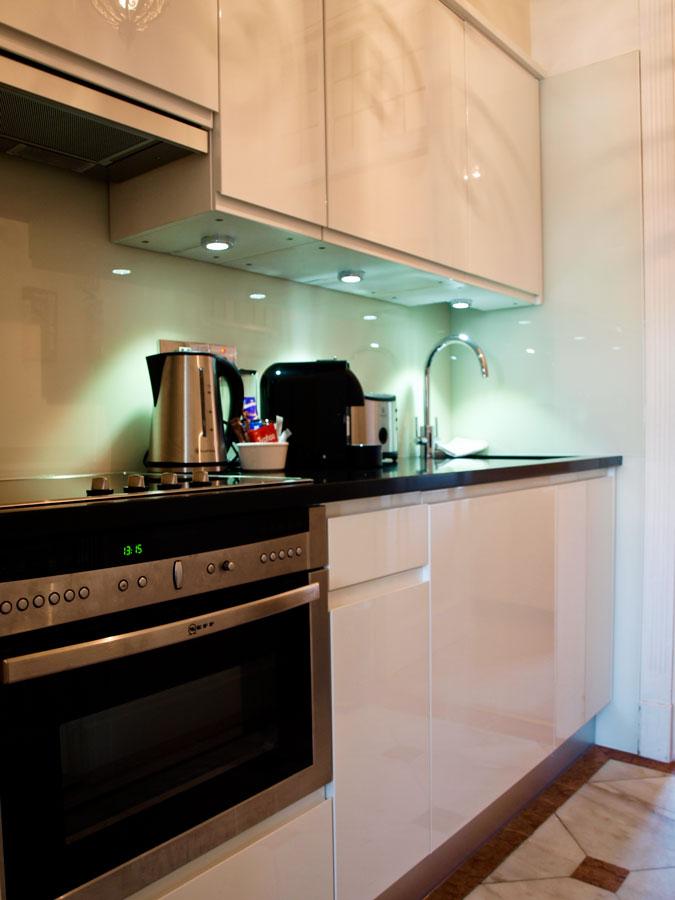 44-Kitchen.jpg