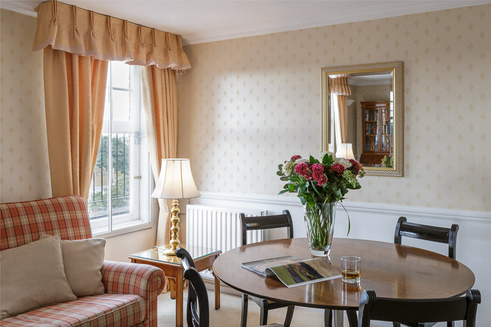MG_5211-Edit-1-Bed-flat-9-living-room-dining-table.jpg
