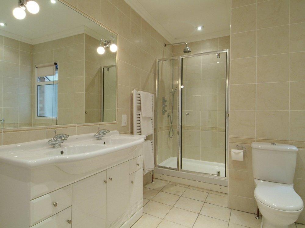 the-mansions1e-3bed-3bath-bathroom.jpg