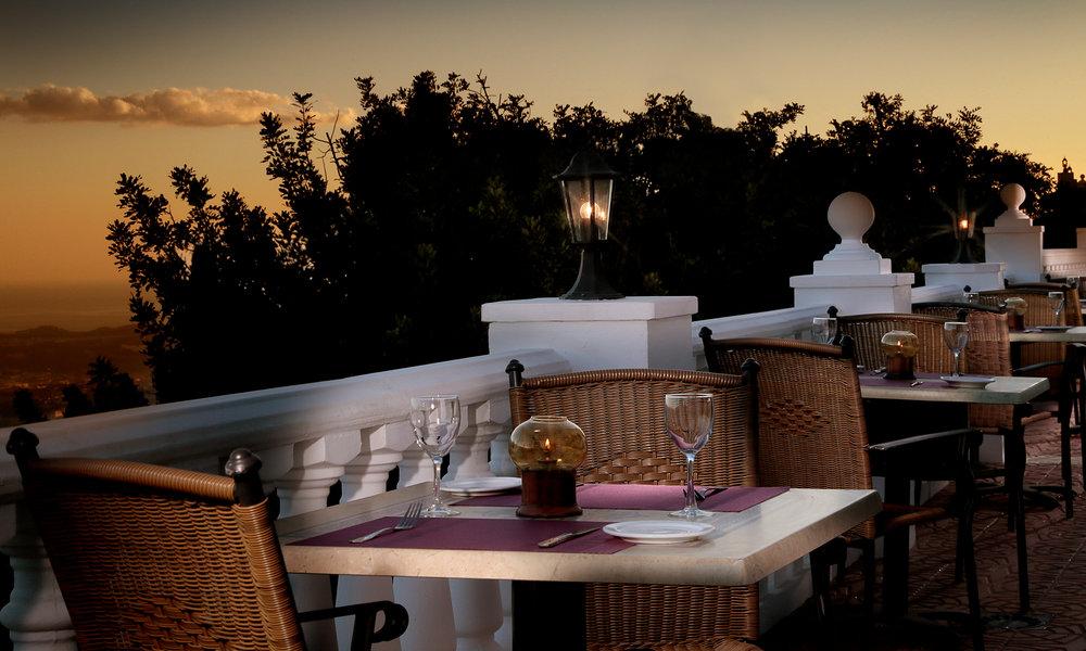 LE-Restaurant-Terrace.jpg