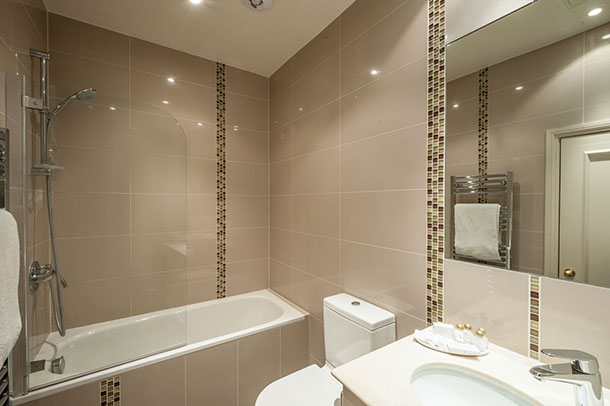 Flat 2, 41 Bathroom 13.jpg