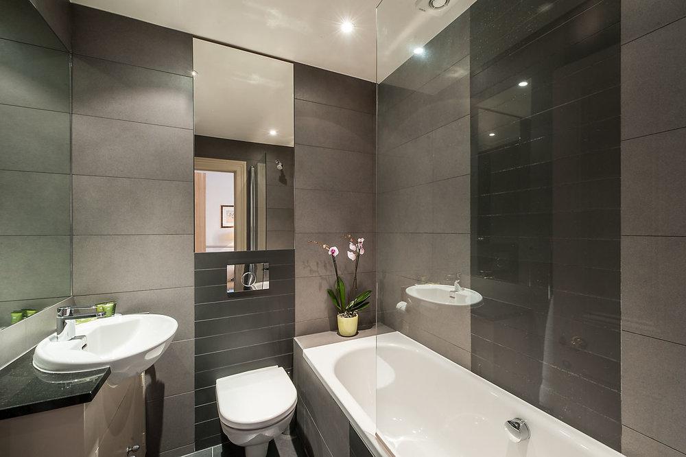 Flat 7, 41 Bathroom 13.jpg