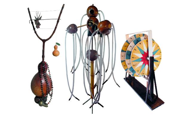 Instrumentos criados por Smetak com materiais como bambu, cabaça e plástico Imagem Correio 24 horas.com.br Imagem por Jorge Baumann - divulgação